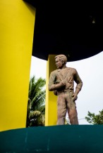 A monument to the first migrant, Sifredo, in the dowmtowm who lived Intipuca a the end of the 60's